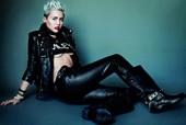 Miley Cyrus Medias Tetas Fuera Pantalones De Cuero Con Botas