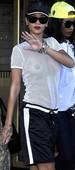 Rihanna Transparentando Tetas Con Piercing